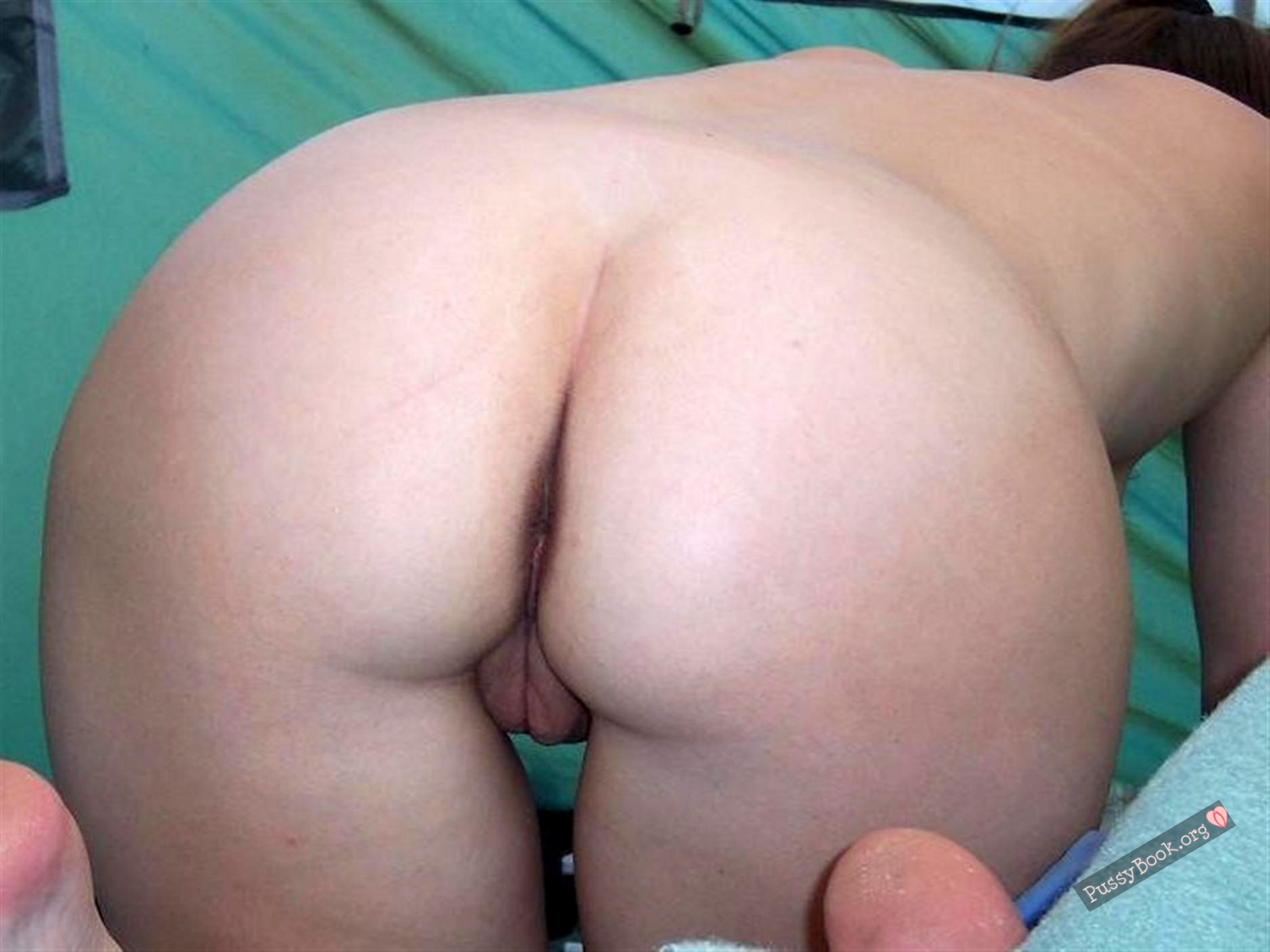 bare-skinned-woman-butt-in-tent